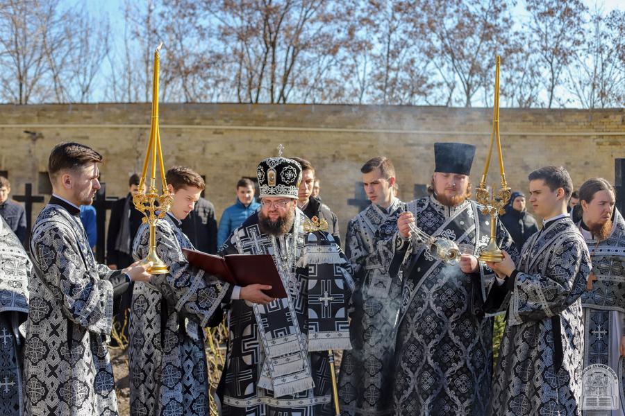 Відслужено заупокійну літію за спочилим ректором КДА протоієреєм Миколаєм Забугою