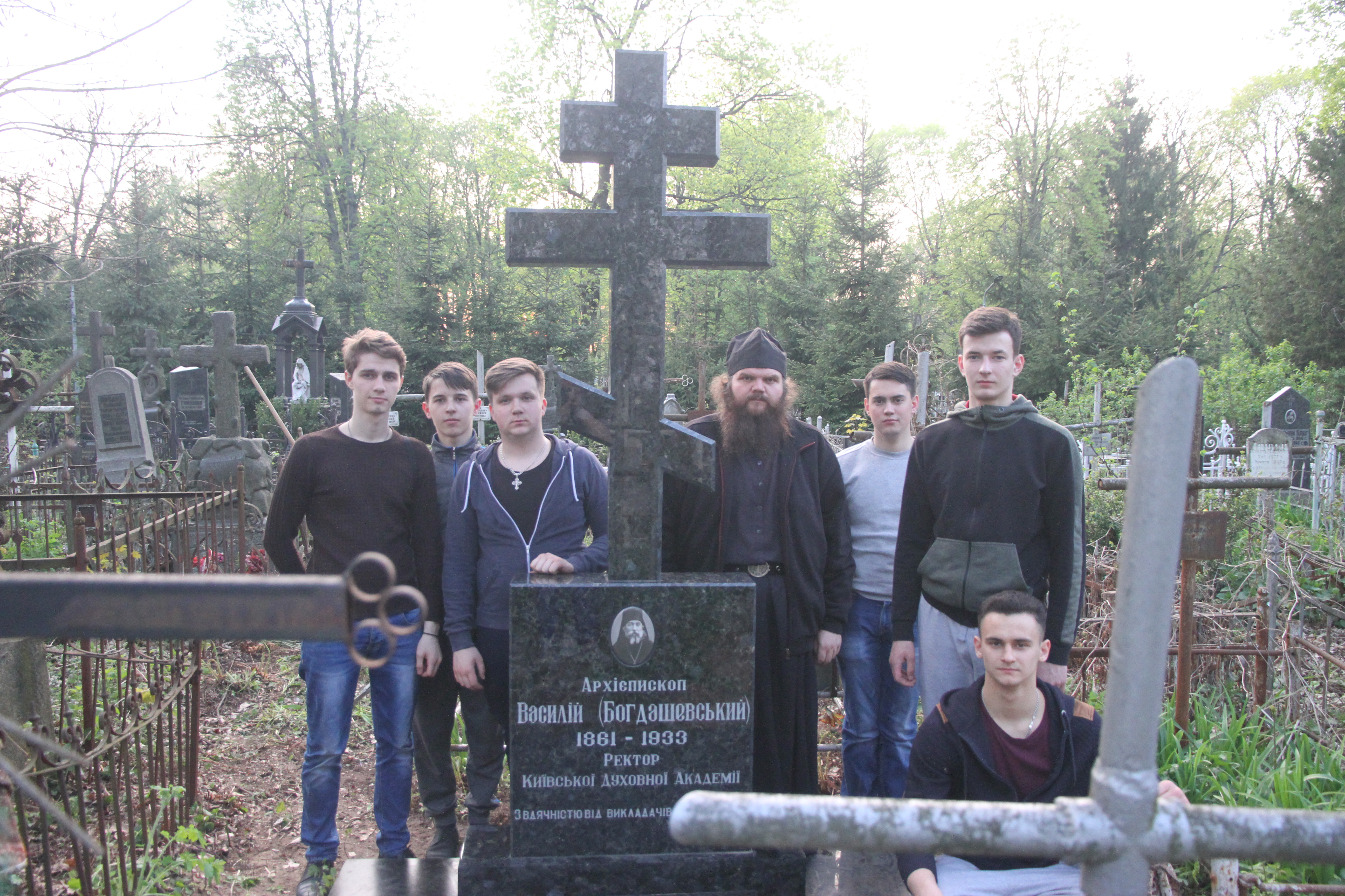 Вихованці КДАіС відвідали могили новопрославлених святих та покійних викладачів Київських духовних шкіл