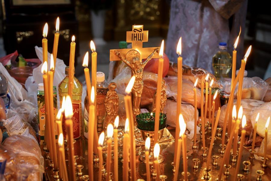 Вечірнє заупокійне богослужіння напередодні Троїцької батьківської суботи
