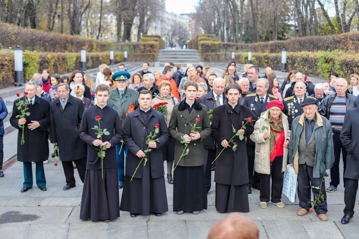 Київські духовні школи взяли участь у заході з нагоди 76-ї річниці визволення Києва від німецьких загарбників