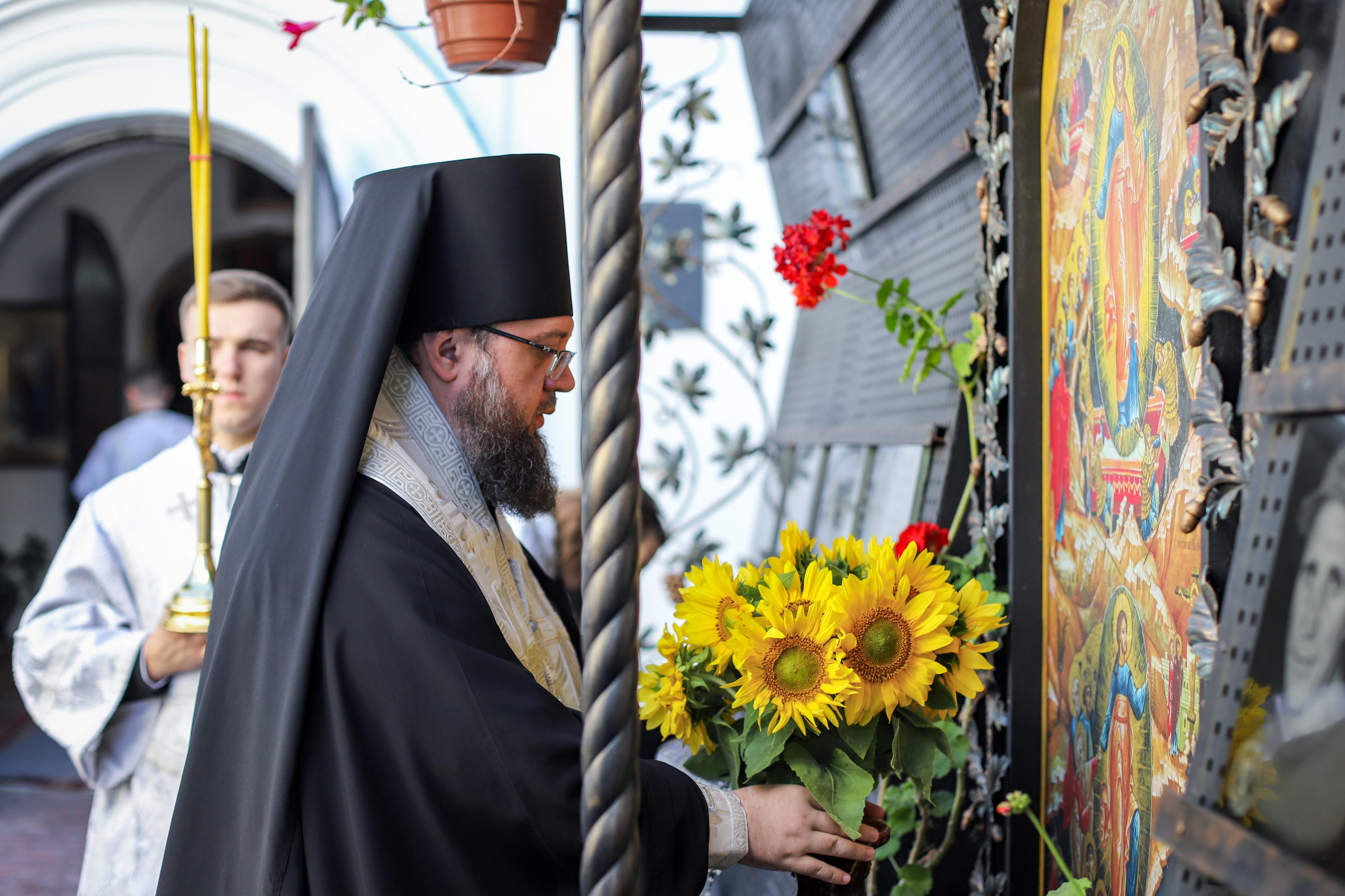 Ректор КДАіС звершив панахиду за захисників України, які загинули в боротьбі за незалежність, суверенітет і територіальну цілісність України
